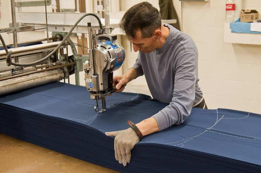 Thợ cắt vải là ai? Thợ cắt vải đảm nhận những công việc gì?