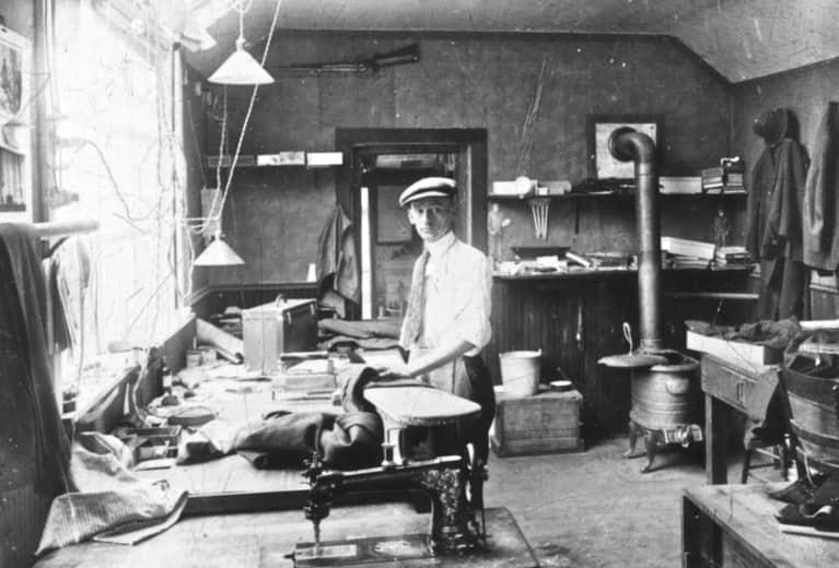 Một cửa hàng may đo ở thời Victoria.