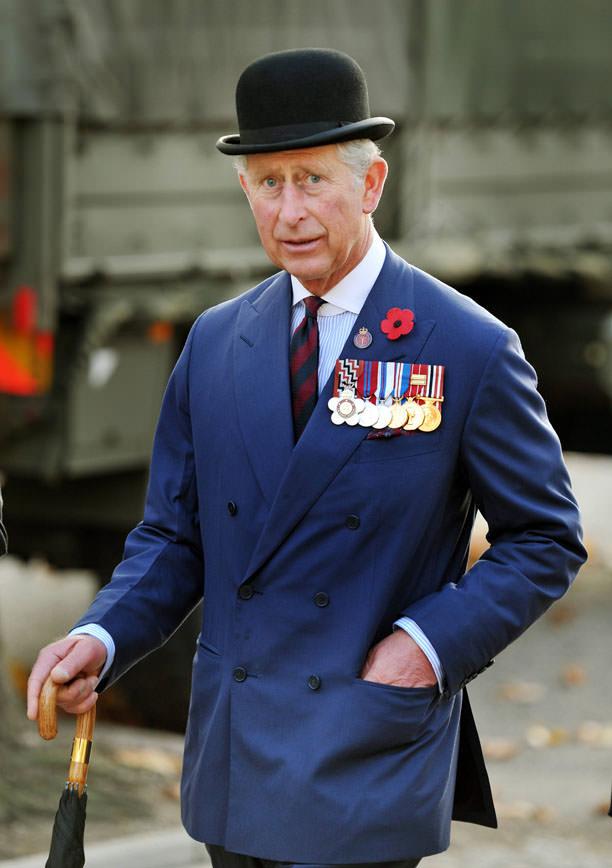 Thái tử Charles rất được tôn trọng trong giới thời trang vì phong cách lịch lãm, người mà rất yêu thích sử dụng những trang phục may đo thiết kế riêng.