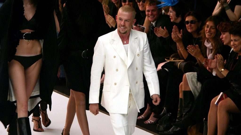 McQueen nổi tiếng thế giới bởi những ý tưởng thiết kế sáng tạo và táo bạo.