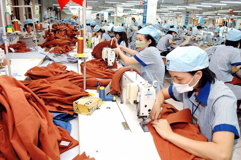 Sự phục hồi của các thị trường lớn trên thế giới cùng với dịch chuyển cung giúp cho các doanh nghiệp dệt may Việt hầu hết đã có đơn đặt hàng từ nay đến cuối năm. Nguồn ảnh: VnEconomy
